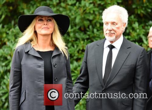 Carol Vorderman and Sir Tom Jones 1