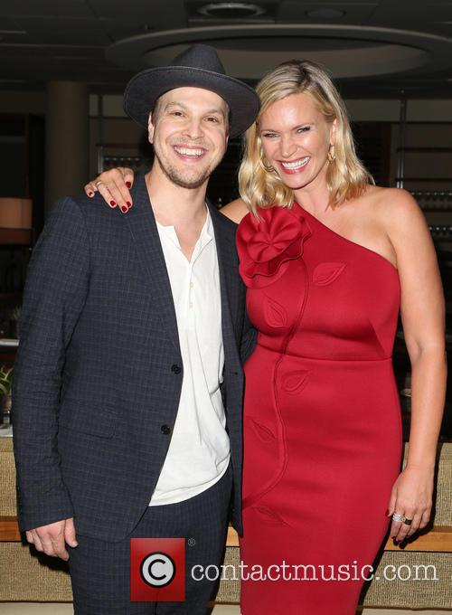 Gavin Degraw and Natasha Henstridge 1