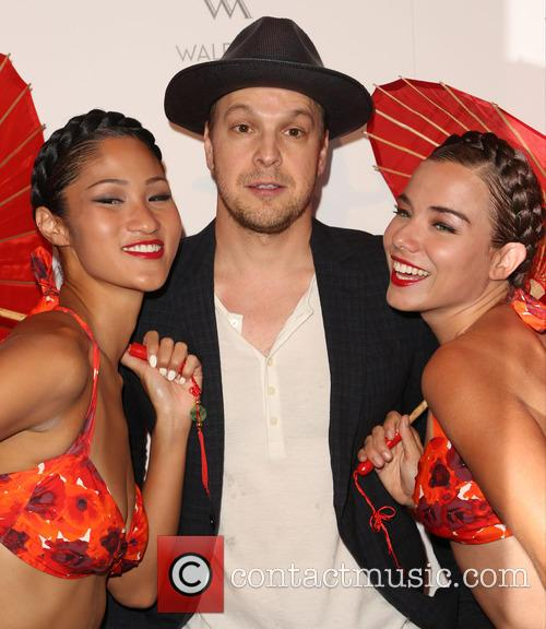 Gavin Degraw and Aqualillies 4