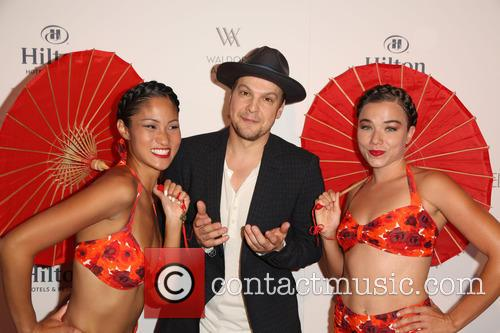 Gavin Degraw and Aqualillies 1