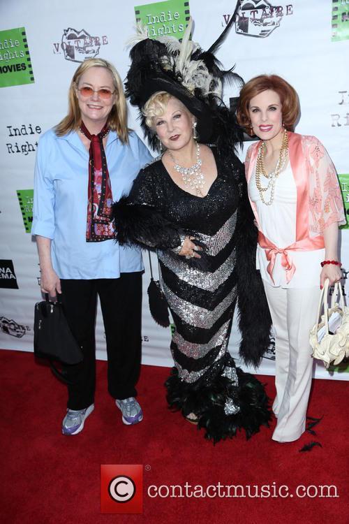 Cybill Shepherd, Victoria Mills and Kat Kramer 1