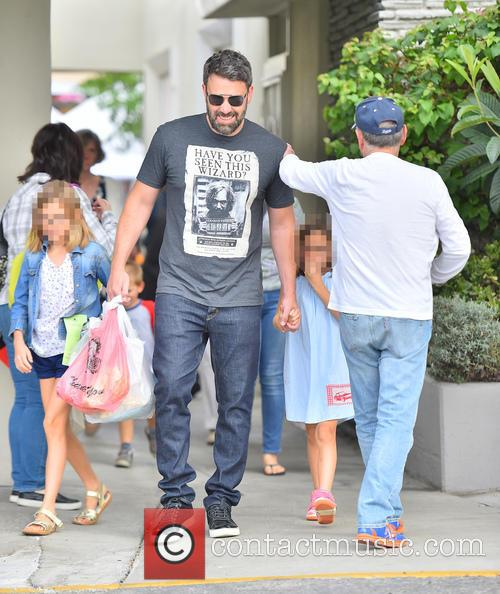 Ben Affleck, Seraphina Affleck and Violet Affleck 5