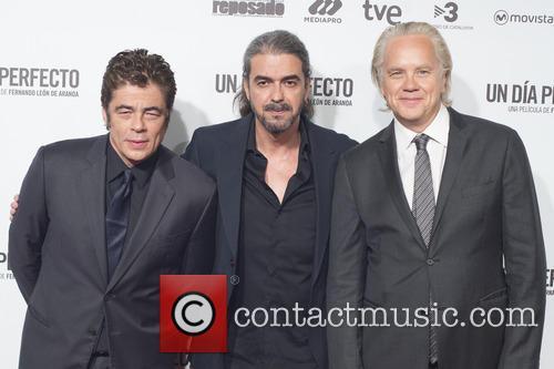 Benicio Del Toro, Fernando Leon De Aranoa and Tim Robbins 3