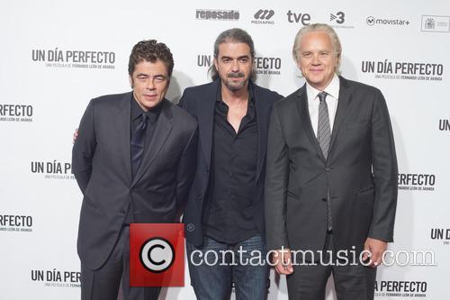 Benicio Del Toro, Fernando Leon De Aranoa and Tim Robbins 4