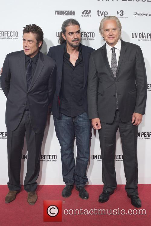 Benicio Del Toro, Fernando Leon De Aranoa and Tim Robbins 5