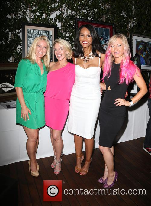 Kelley Whitis, Amanda Whitis, Beverly Johnson and Summer Harlow 4