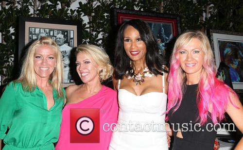 Kelley Whitis, Amanda Whitis, Beverly Johnson and Summer Harlow 5
