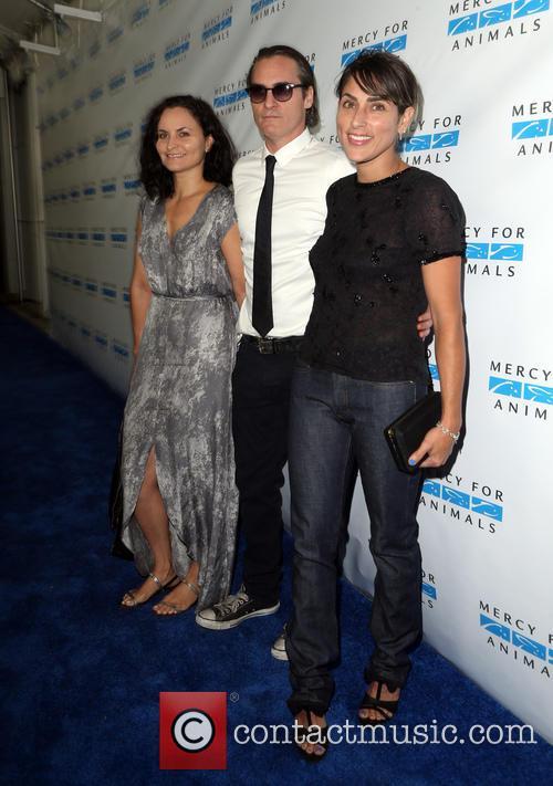 Rain Phoenix, Joaquin Phoenix and Summer Phoenix 3