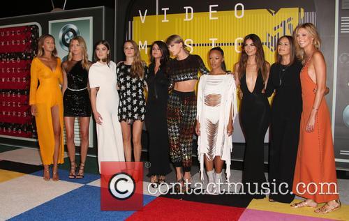 Cara Delevingne, Selena Gomez, Taylor Swift, Serayah, Mariska Hargitay, Karlie Kloss, Lily Aldridge, Hailee Steinfeld, Gigi Hadid and Martha Hunt 3