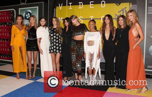 Cara Delevingne, Selena Gomez, Taylor Swift, Serayah, Mariska Hargitay, Karlie Kloss, Lily Aldridge, Hailee Steinfeld, Gigi Hadid and Martha Hunt 5