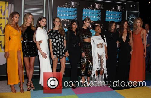 Cara Delevingne, Selena Gomez, Taylor Swift, Serayah, Mariska Hargitay, Karlie Kloss, Lily Aldridge, Hailee Steinfeld, Gigi Hadid and Martha Hunt 7