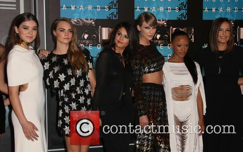 Hailee Steinfeld, Cara Delevingne, Selena Gomez, Taylor Swift, Serayah and Mariska Hargitay 4