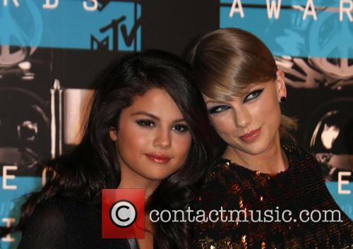 Selena Gomez and Taylor Swift 4