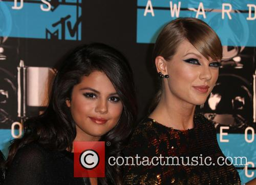 Selena Gomez and Taylor Swift 5