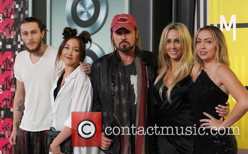 Braison Cyrus, Noah Cyrus, Billy Ray Cyrus, Tish Cyrus and Brandi Cyrus 5