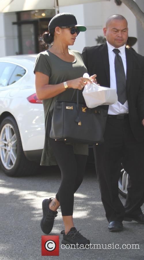 Cassie Ventura has lunch with friends
