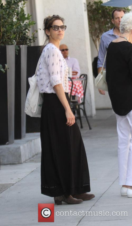 Amanda Peet shopping in Beverly Hills