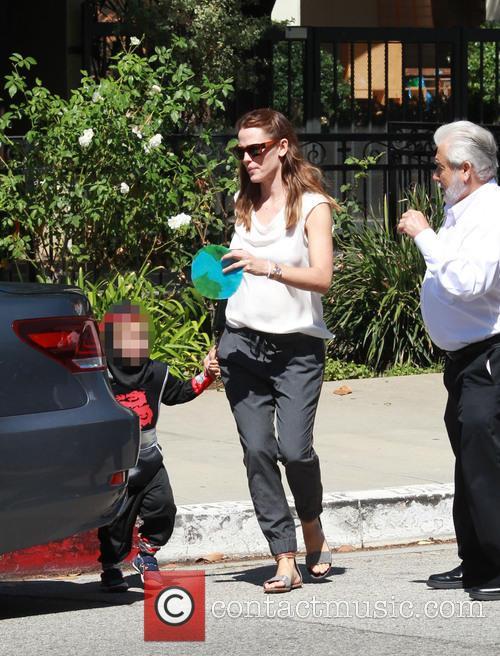 Jennifer Garner takes her children to the Church