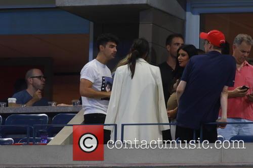 Kim Kardashian, Kendall Jenner, Gigi Hadid and Joe Jonas 3
