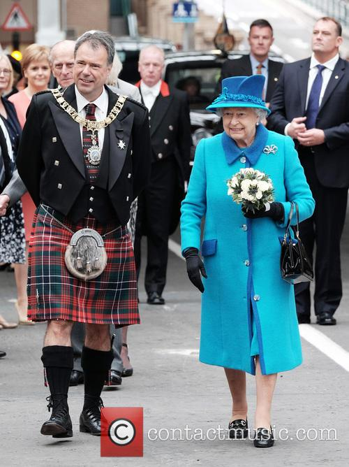 The Queen arrives at Waverley Station