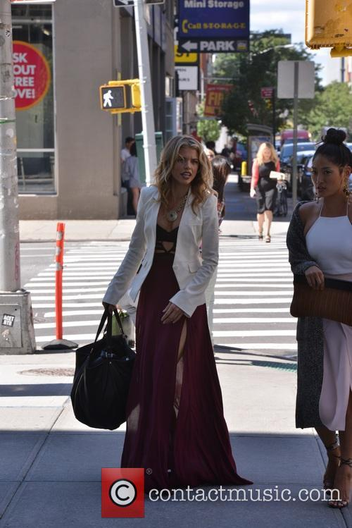 AnnaLynne McCord arrives at her hotel in Soho