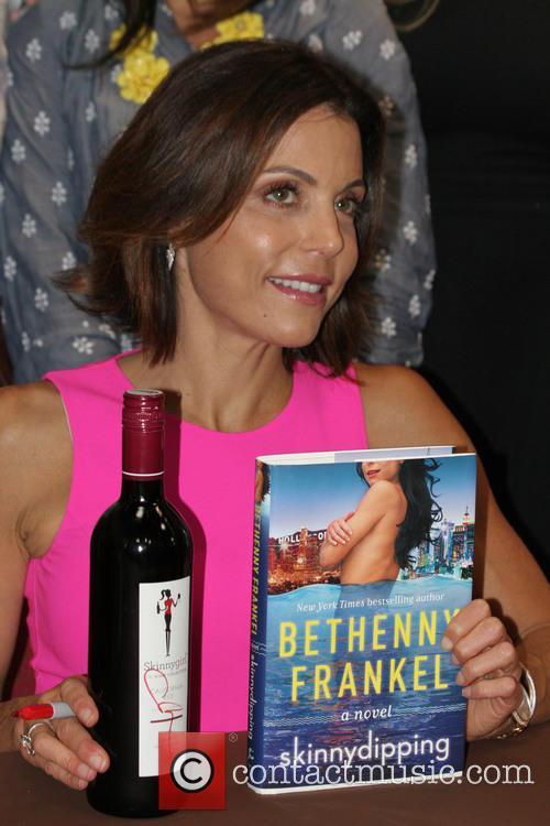 Bethenny Frankel attends a bottle signing