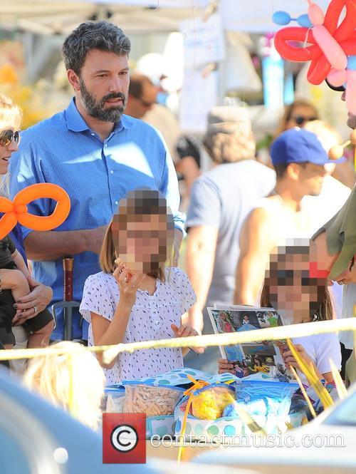 Ben Affleck, Seraphina Affleck and Violet Affleck 3