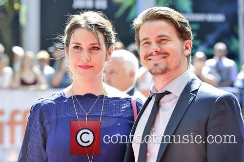 Jason Ritter and Melanie Lynskey 1
