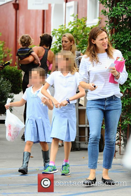 Jennifer Garner, Seraphina Affleck and Violet Affleck 1