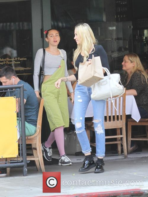 Miley Cyrus and Tish Cyrus 4