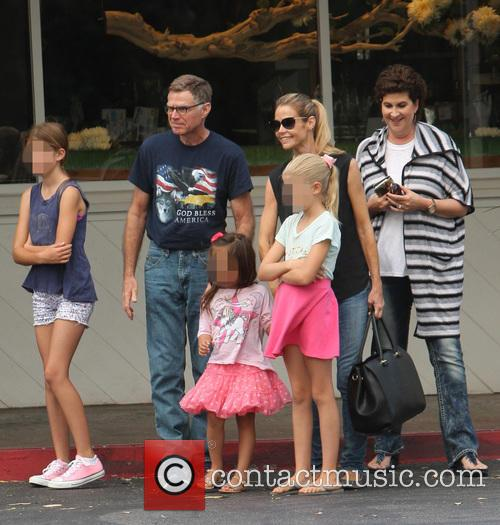 Denise Richards, Sam Sheen, Lola Rose Sheen and Eloise Joni Richards 9