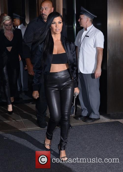 Kourtney Kardashian and Khloe Kardashian 3