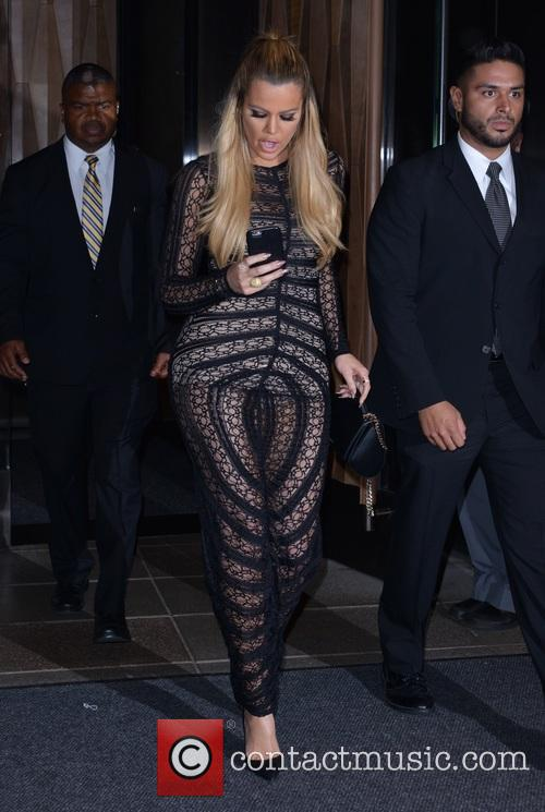 Kourtney Kardashian and Khloe Kardashian 1