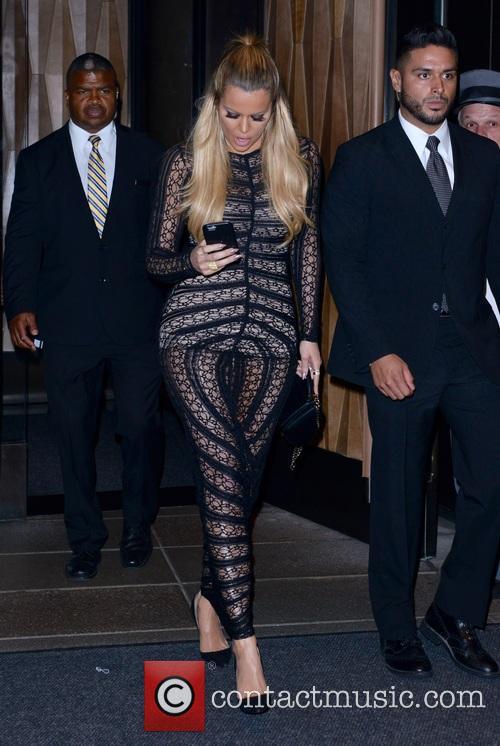 Kourtney Kardashian and Khloe Kardashian 7