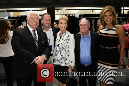 Dennis Basso, Michael Cominotto, Leba Sedaka, Neil Sedaka and Hoda Kotb 1