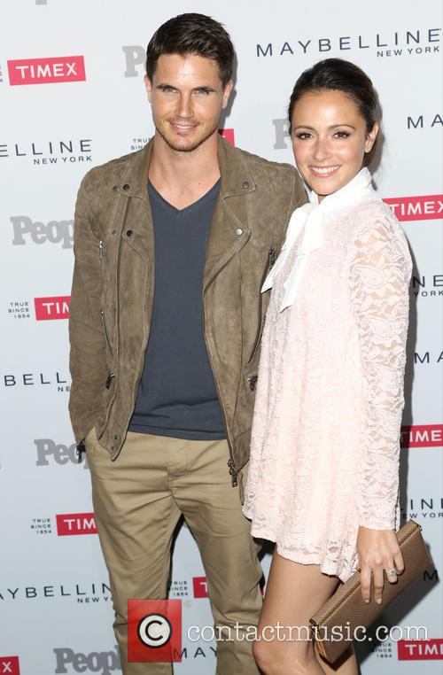 Robbie Amell and Italia Ricci 3