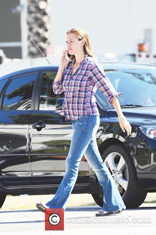Jennifer Garner runs errands in Santa Monica