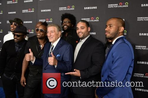 Tony Bennett and Members Of The Roots 2