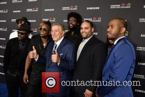 Tony Bennett and Members Of The Roots 1