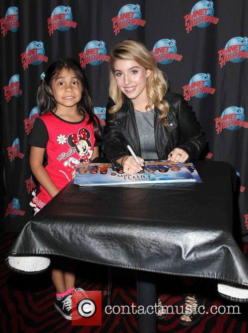 Nickelodeon star Paris Smith meets kids from the...