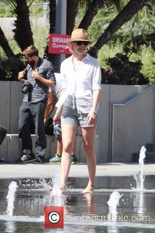 EXCLUSIVE Elizabeth Banks cools off at the Splash...