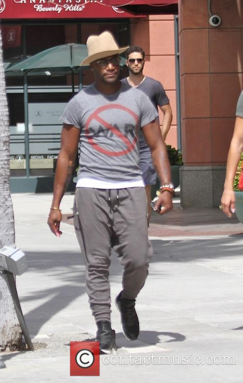 Taye Diggs takes his girlfriend shopping