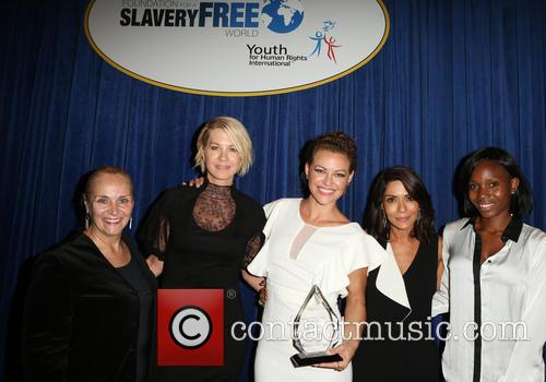 Mary Shuttleworth, Jenna Elfman, Kim Biddle, Marisol Nichols and Guest 1