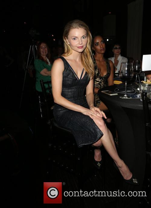 Izabella Miko 1