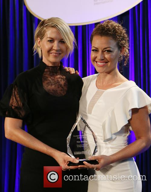 Jenna Elfman and Kim Biddle 4