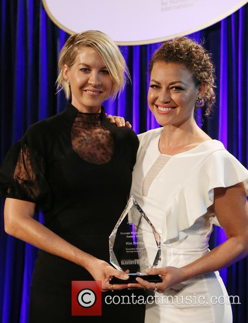Jenna Elfman and Kim Biddle 1