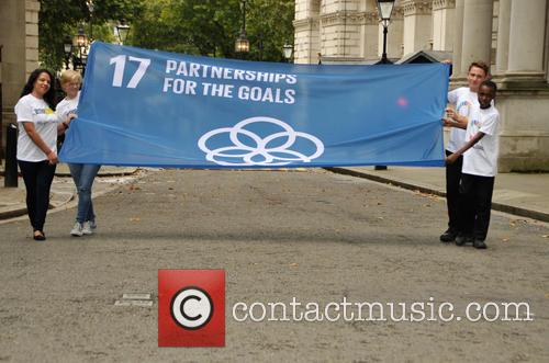 4 Children Carry The Un 17 Goals Partnership Flag Up Downing Street 2