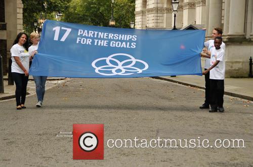 4 Children Carry The Un 17 Goals Partnership Flag Up Downing Street 1