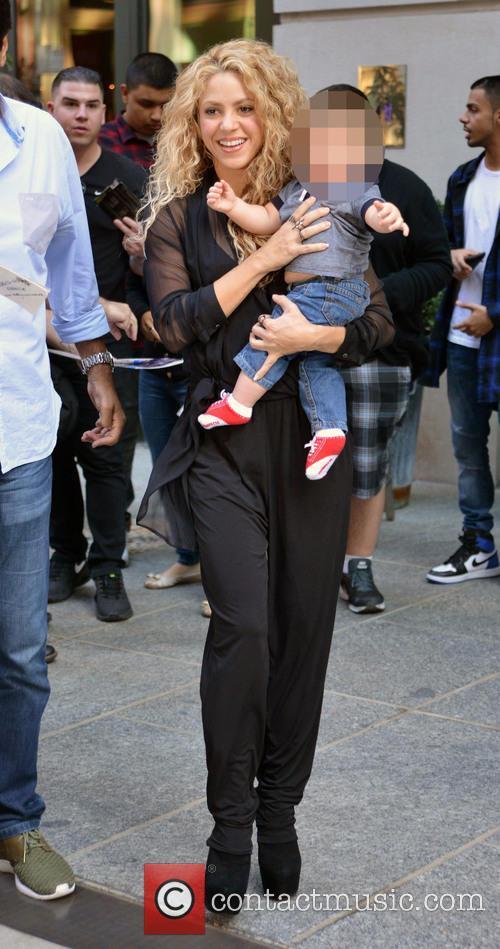 Shakira and Sasha Piqué Mebarak 5