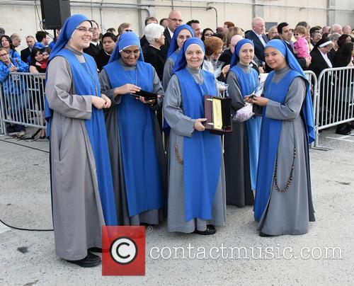 Nuns Await Pope  Francis 1